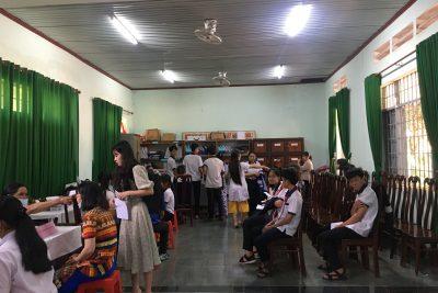 Trạm Y tế xã Cư Dliê M'nông và Trường THCS Hoàng Hoa Thám đã tổ chức tiêm phòng bệnh bạch hầu cho hơn 600 học sinh và toàn bộ cán bộ, công nhân viên chức trong trường