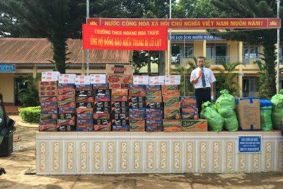 Trường THCS Hoàng Hoa Thám tổ chức kêu gọi ủng hộ đồng bào lũ lụt miền trung